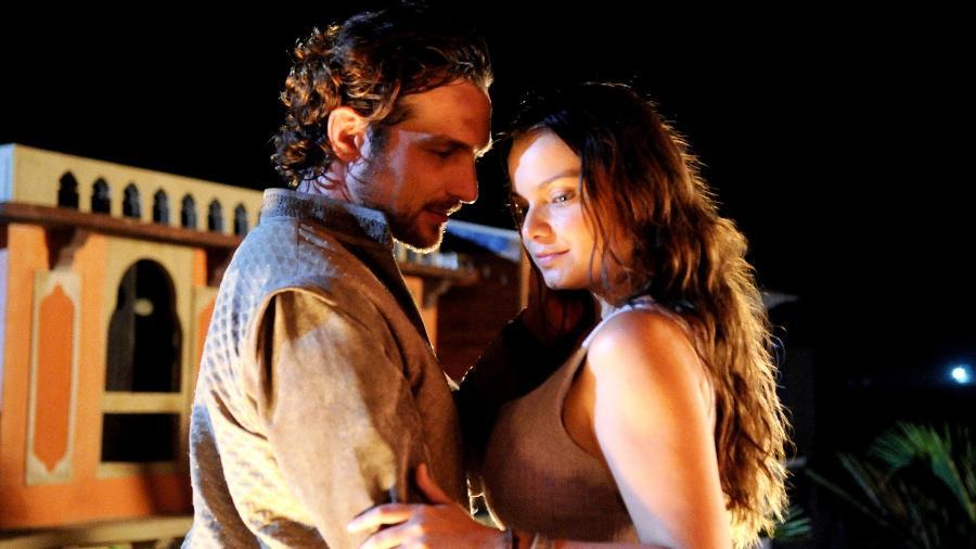 """Zac (Igor Rickli) pede Joana (Milena Toscano) em casamento em """"O Rico e Lázaro"""" - Munir Chatack/Record TV"""