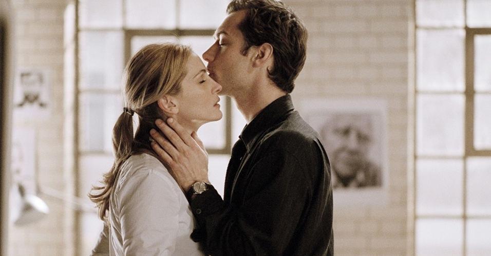 """Jude Lawe Julia Roberts em cena de """"Closer - Perto Demais"""" (2004)"""