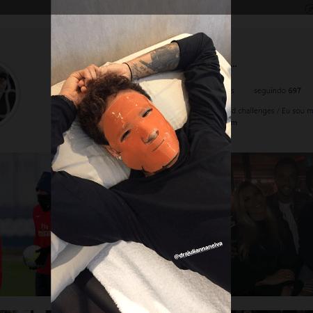 Neymar com máscara de tratamento facial - Reprodução/Instagram