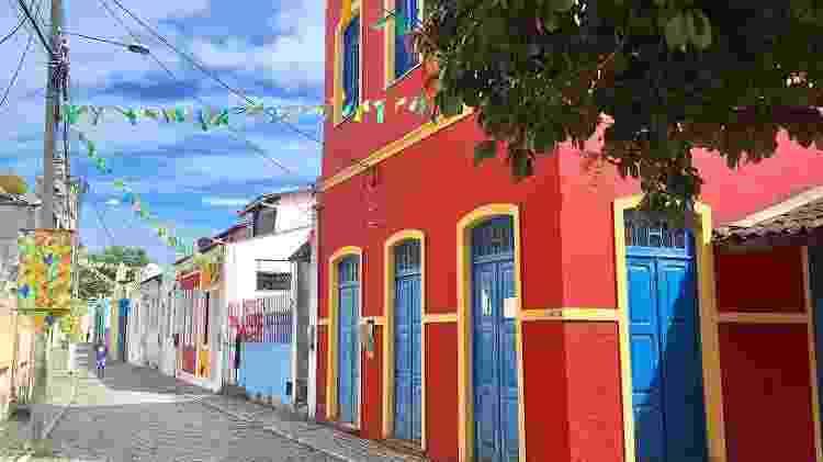 Casinhas coloridas e ruas de paralelepípedo  - Ana Paula Garrido - Ana Paula Garrido