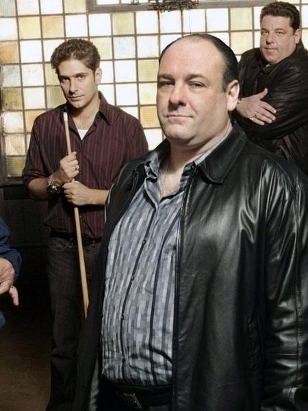 """James Gandolfini vive Tony Soprano em """"Família Soprano"""" - Reprodução"""