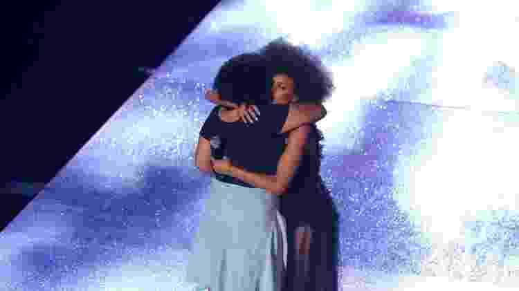 Taís Araújo abraça Luyara Franco, filha de Marielle Franco, homenageada no MTV MIAW - Thiago Duran/AgNews