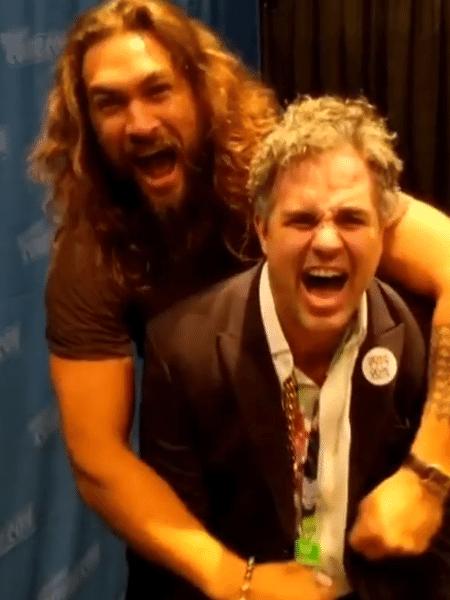 Jason Momoa e Mark Ruffalo tiram foto na Nova York Comic-Con - Reprodução/Instagram