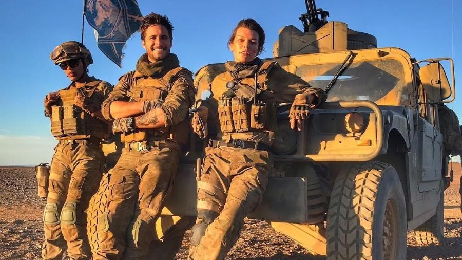"""Os atores Milla Jovovich, Diego Boneta e Meagan Good no set do filme """"Monster Hunter"""", da Capcom - Reprodução/Instagram/millajovovich"""