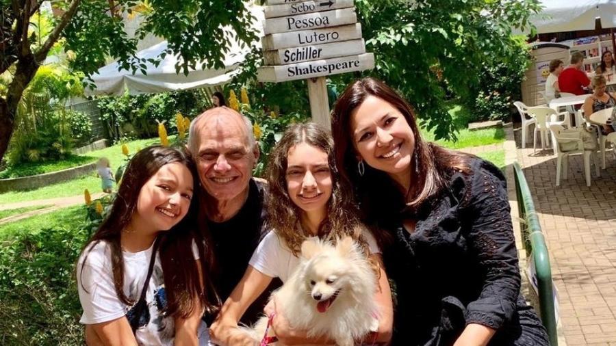 Ricardo Boechat, a mulher Veruska e as filhas Catarina e Valentina - Reprodução/Facebook