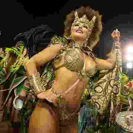 Viviane Araujo no desfile da Mancha Verde - Ricardo Matsukawa/UOL