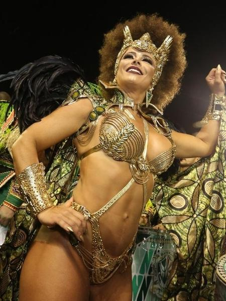 Viviane Araújo é rainha da bateria da Mancha Verde - Ricardo Matsukawa/UOL