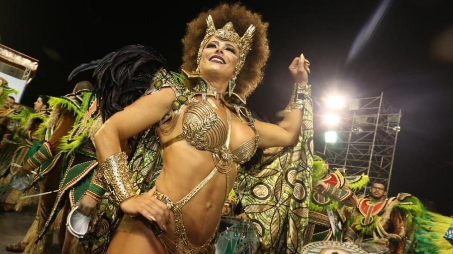 Viviane Araújo é rainha da bateria da Mancha Verde, campeã do Carnaval paulista - Ricardo Matsukawa/UOL