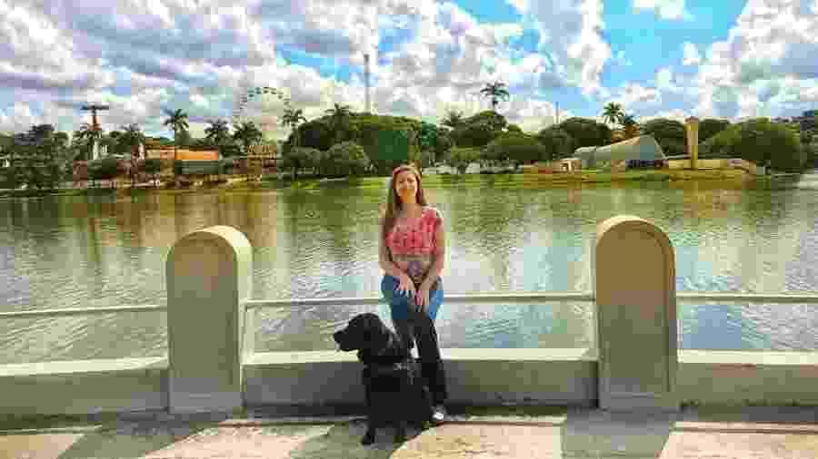 Mellina Hernandes Reis em Belo Horizonte com sua cadela-guia - Arquivo pessoal