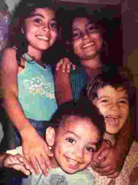 Juliana Paes com os irmãos na infância - Reprodução/Instagram