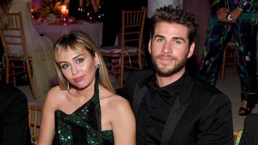Miley Cyrus e Liam Hemsworth posam para foto em evento nos Estados Unidos - Kevin Mazur/Getty Images