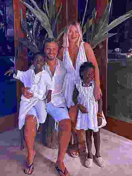Bruno Gagliasso e Giovanna Ewbank com os filhos, Titi e Bless - Reprodução/Instagram