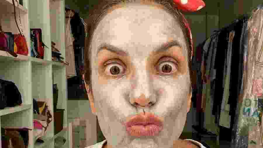 Ivete Sangalo aposta em máscara facial para reforçar os cuidados com a pele na quarentena - Reprodução/Instagram @ivetesangalo