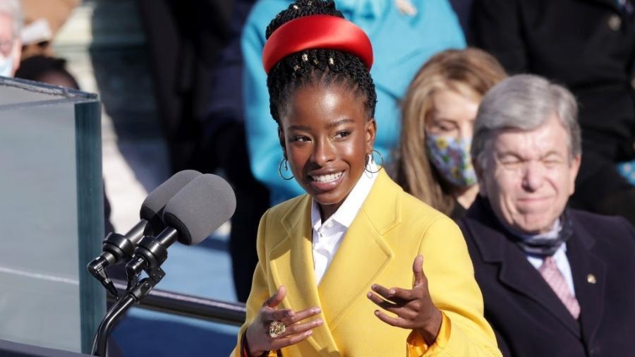 Amanda Gorman é a poetisa mais jovem a participar de uma cerimônia de posse presidencial  - Getty Images