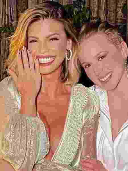 Vitória e Marcella estão noivas - Reprodução/Instagram@vitoriastrada_ - Reprodução/Instagram@vitoriastrada_