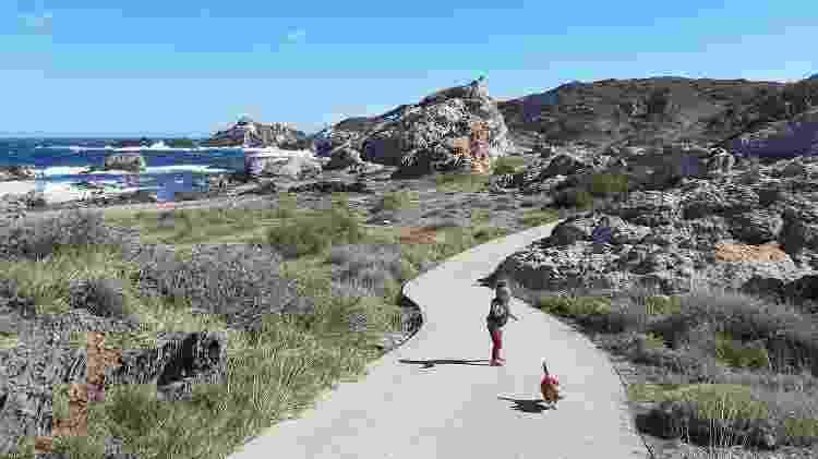 Amelie, filha de Carolina e Alexis, conhecendo o litoral espanhol na road trip a bordo de um motorhome - Arquivo pessoal - Arquivo pessoal