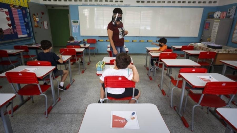 Quase quatorze meses após o fechamento das escolas para frear a transmissão do vírus, a pasta também prometeu ações de apoio ao ensino remoto e à volta das aulas presenciais - Rubens Cavallari/Folha