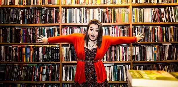 A escritora Ana Beatriz Brandão, que publica seu segundo livro aos 15 anos - Divulgação