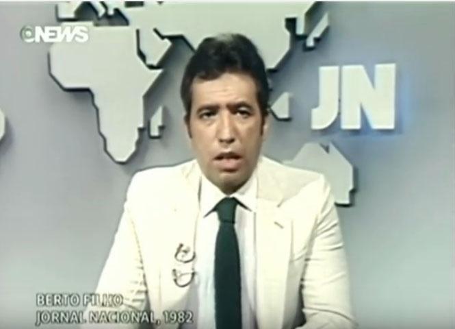 """Berto Filho durante apresentação do """"Jornal Nacional"""" em 1982"""