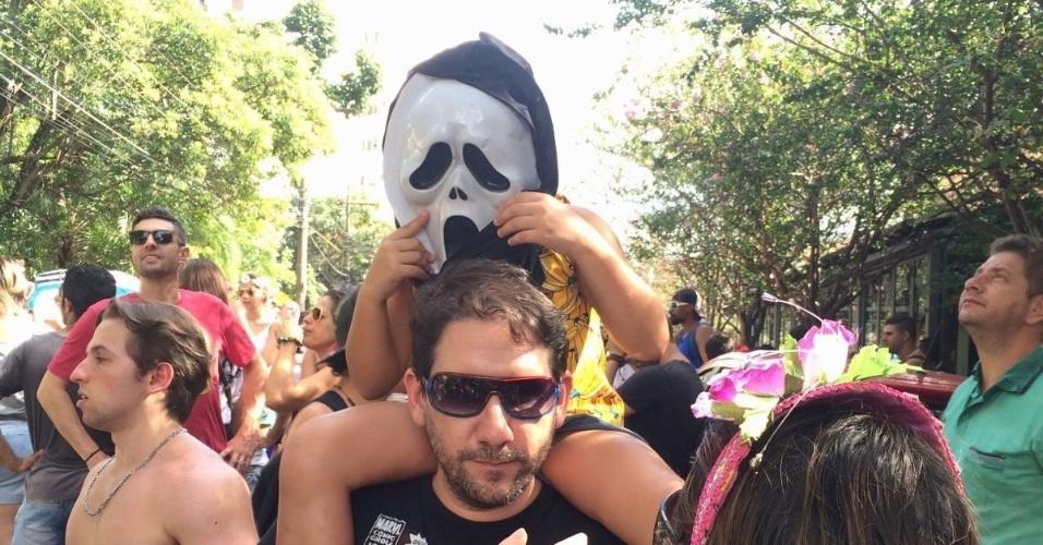 8.fev.2016 - Reservada a blocos menores, Vila Madalena tem Carnaval mais tranquilo. Bloco Não Serve Mestre reuniu crianças e adultos