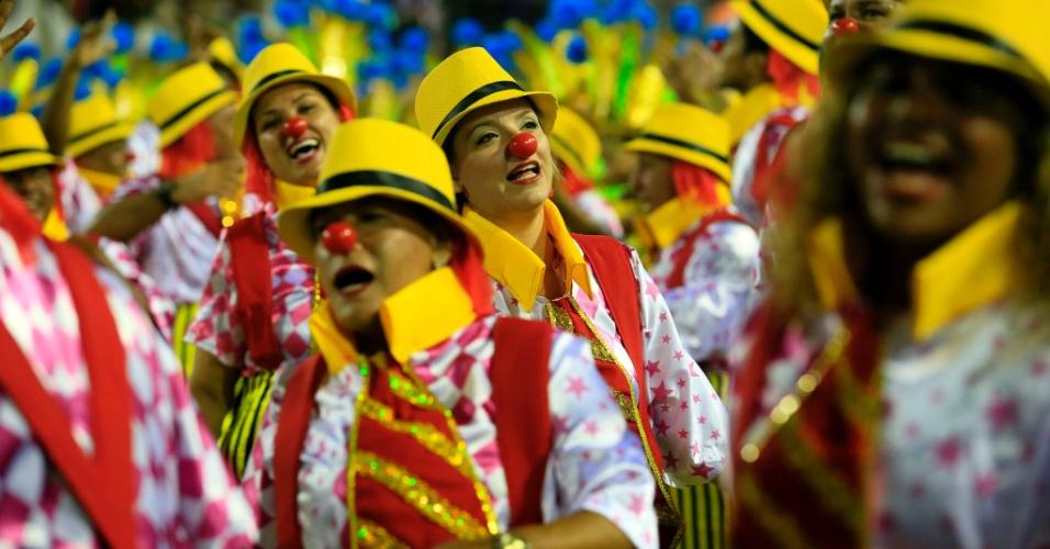 9.fev.2016 - São Clemente fala sobre os diferentes tipos e a história do palhaço em desfile desta terça-feira
