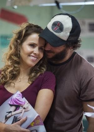 Dino convence Gilda a viajar para o Rio de Janeiro e irem atrás de Eliza - Estevam Avellar/TV Globo