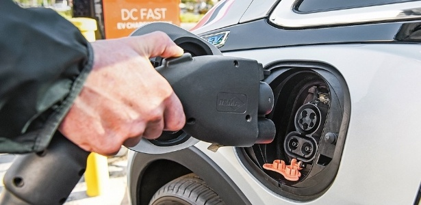 Conector para recarga de carro movido à energia elétrica