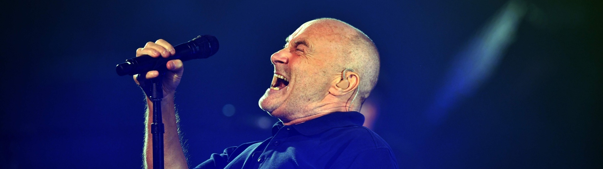 29.ago.2016 - Phil Collins se apresenta durante a abertura do US Open 2016