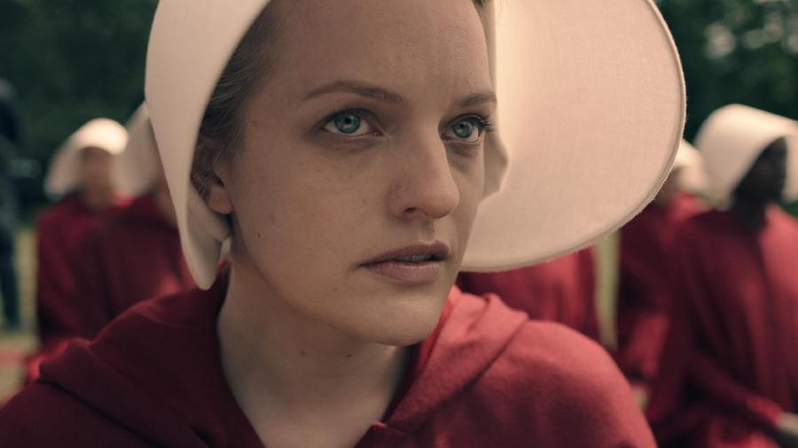 """Elisabeth Moss em cena de """"The Handmaid""""s Tale"""" - Divulgação"""
