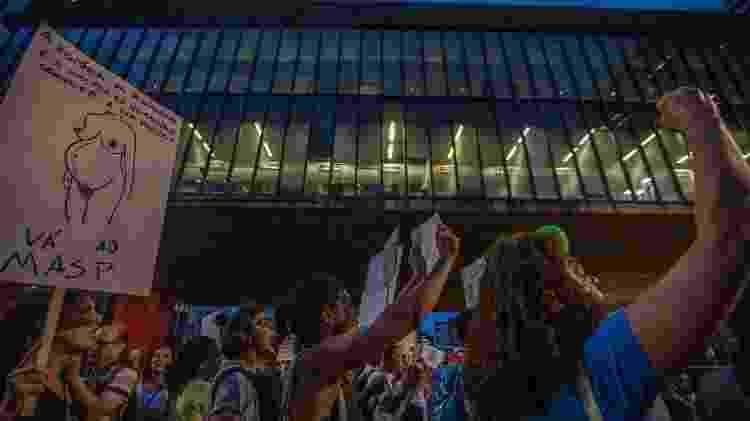 Artistas e movimentos sociais se reuniram em frente ao Masp para defender a abertura a liberdade de expressão e a arte durante a abertura da mostra Historias de sexualidade, restrita a maiores de 18 anos - Marlene Bergamo/Folhapress - Marlene Bergamo/Folhapress