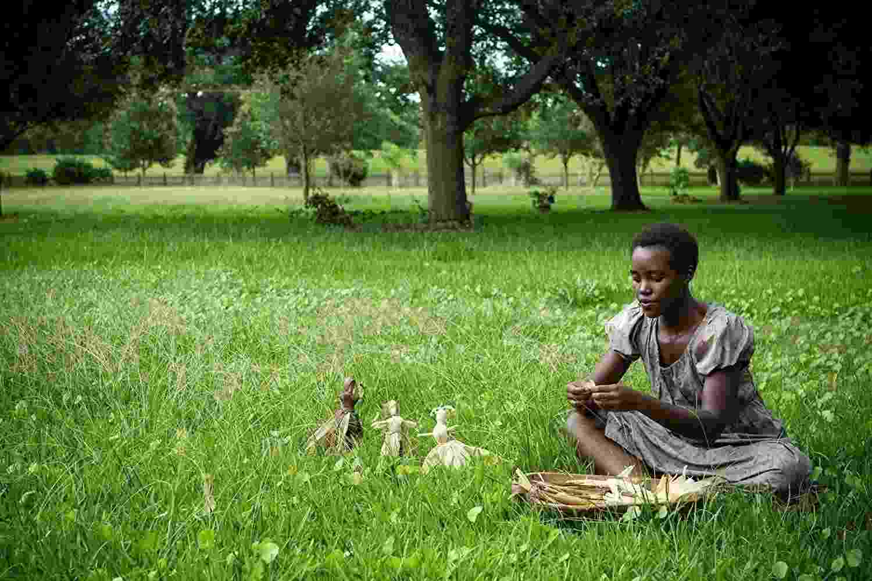 """Lupita Nyong'o em cena no filme """"12 Anos de Escravidão"""" (2013) - Divulgação"""