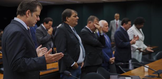 Deputados da bancada evangélica do Congresso Nacional participam de culto na Câmara