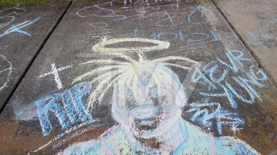 Fã fazem homenagem para XXXTentacion - Reprodução/TMZ