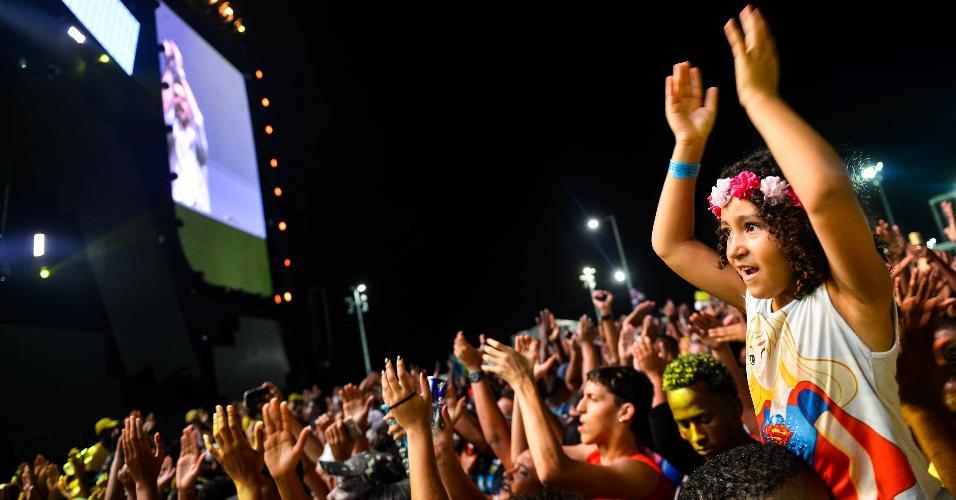 Público acompanha show do DJ Alok no Festival Virada Salvador