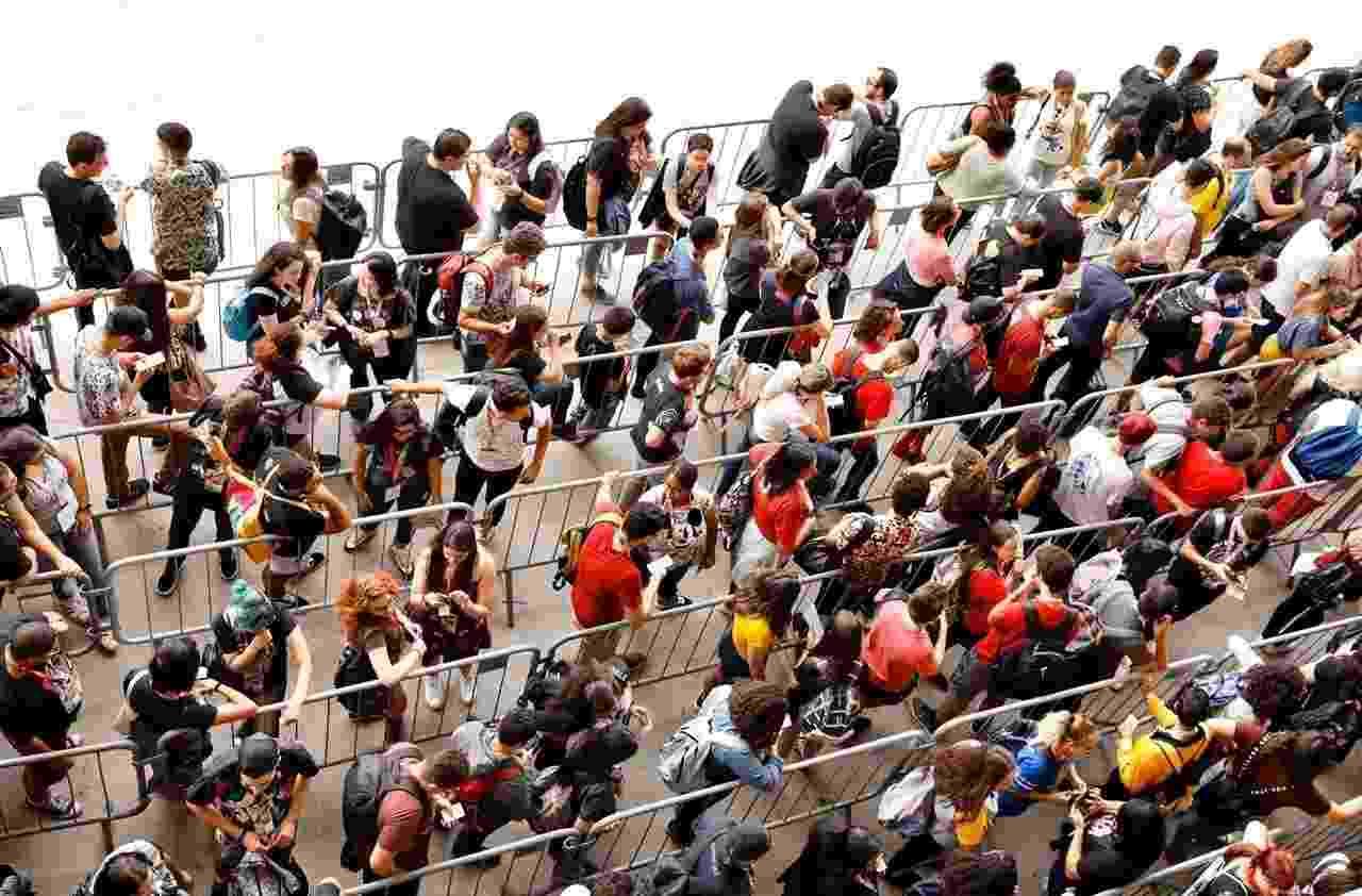 Público faz fila para a entrada no primeiro dia da CCXP 2019 - Mariana Pekin/UOL