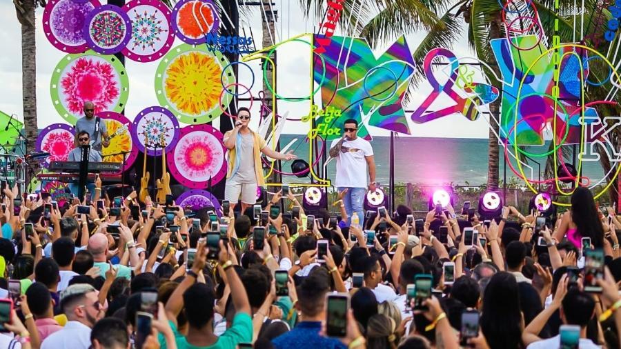 Matheus e Kauan gravam o DVD Dez Anos na Praia, em Pernambuco - Dezcarga/Divulgação Caldi
