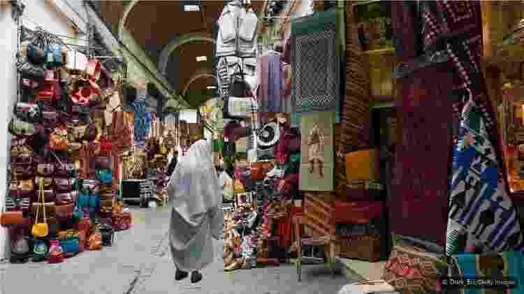 A Medina de Túnis é uma mistura de ruas estreitas, souks, mesquitas e estruturas históricas - Getty Images - Getty Images