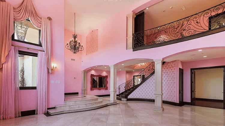 A casa de Jeffree Star é toda rosa por dentro - Reprodução / Zillow - Reprodução / Zillow