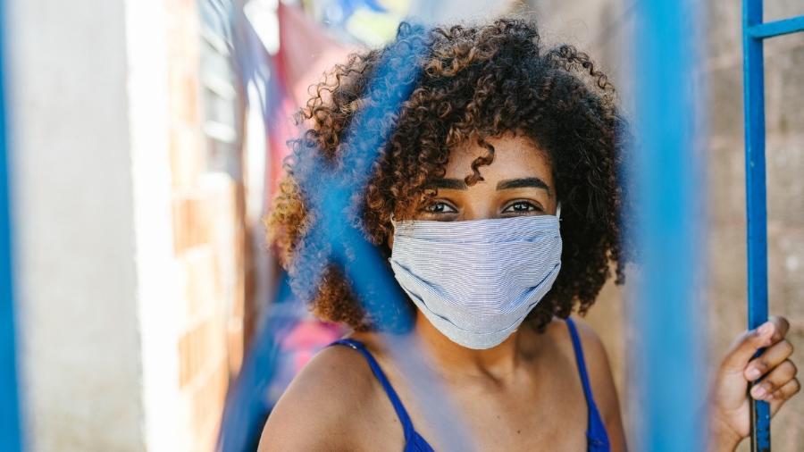 Contaminação é mais provável pelo ar do que ao tocar em superfíces infectadas - Igor Alecsander/iStock