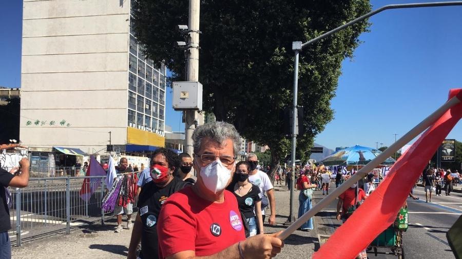 O ator Paulo Betti durante manifestação contra o presidente Jair Bolsonaro, no Rio - Carolina Farias/UOL