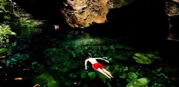 O Encanto Azul é uma piscina de água cristalina que brota das rochas da chapada - Alexandre Schneider/UOL
