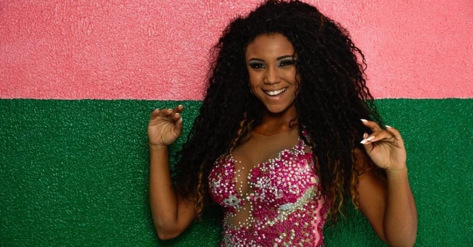 Pelo terceiro ano seguido, Evelyn Bastos entra na Sapucaí como rainha da bateria da Mangueira