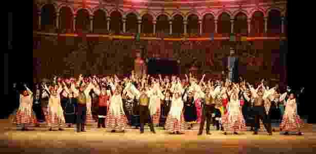 Grupos folclóricos que se dedicar a manter a cultura dos povos que desembarcaram no  Paraná ganham os palcos do Teatro Guaíra - Divulgação