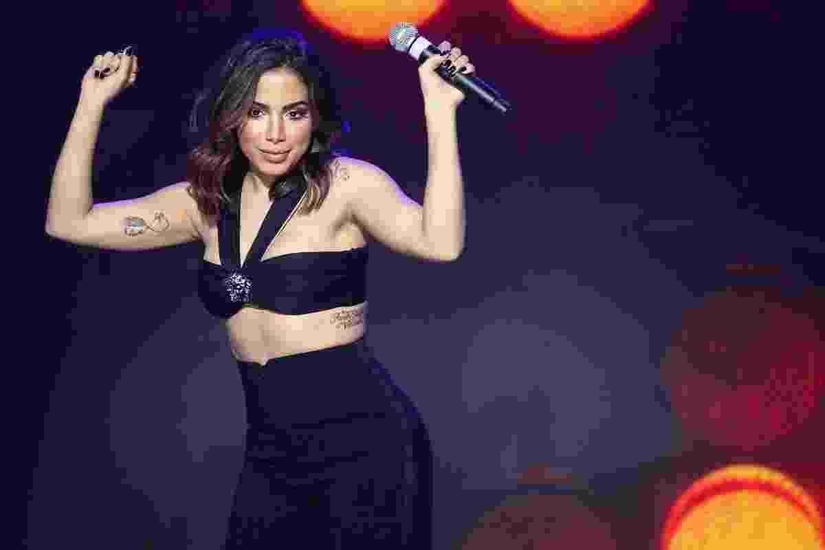 4.nov.2016 - Anitta canta seus sucessos no primeiro dia da 19ª edição do Teleton - Manuela Scarpa /Brazil News