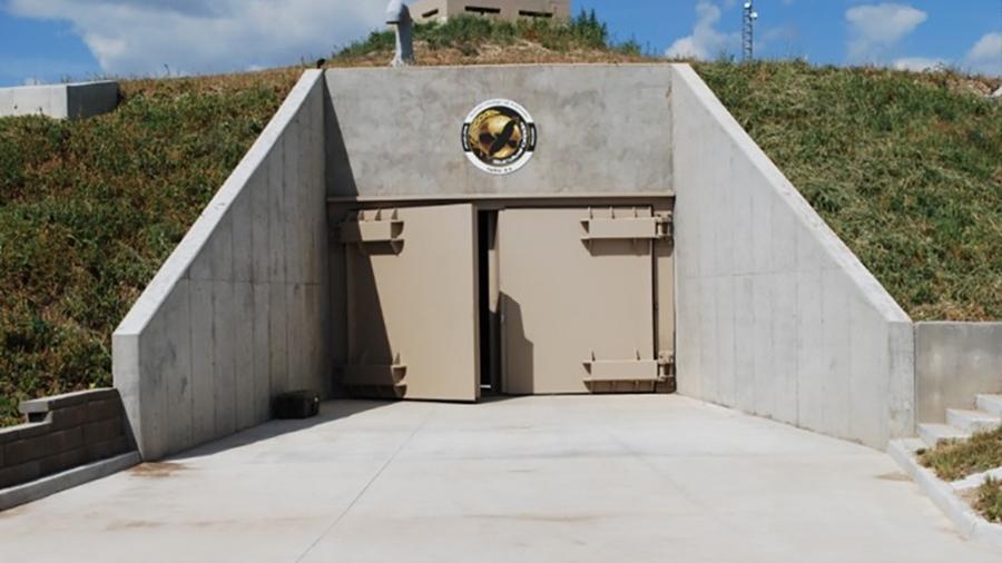 """Survival Condo, no Kansas, EUA: complexo de luxo que é uma espécie de """"bunker comunitário"""" enfiado num antigo silo de míssil - Reprodução/CNN"""