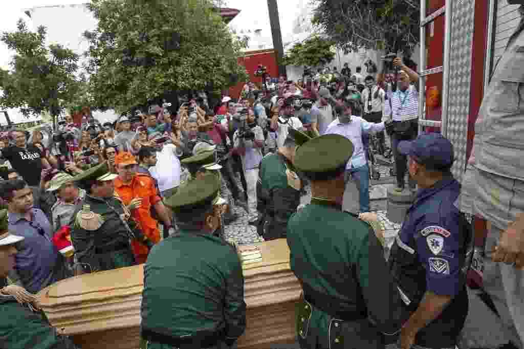 Corpo de Belchior chega para velório no Centro Dragão do Mar de Cultura, em Fortaleza - Jarbas Oliveira/Folha Imagem