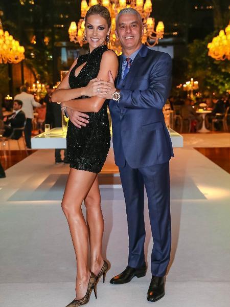 Ana Hickmann posa com o marido, Alexandre Correa - Raphael Castello/AgNews