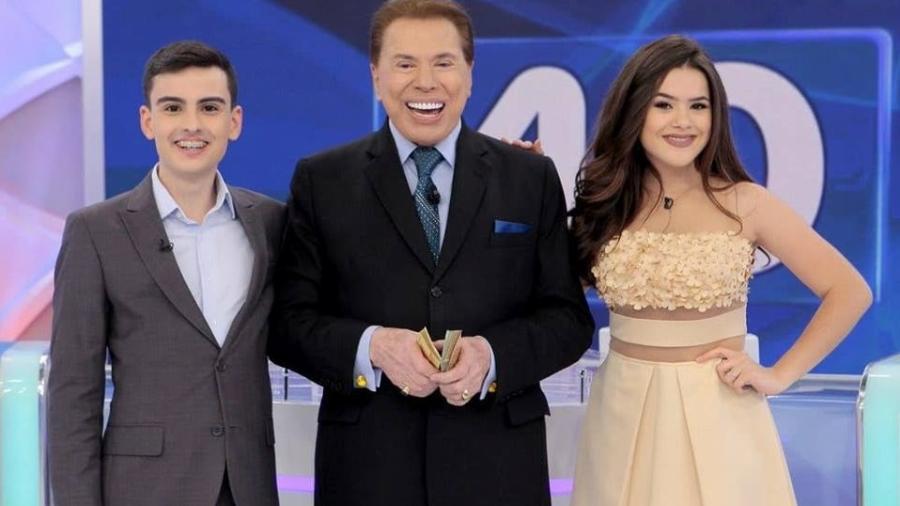 Dudu Camargo, Silvio Santos e Maisa Silva nos bastidores do programa exibido no dia 17 - Reprodução/SBT