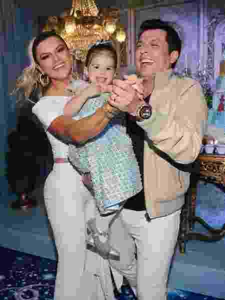 Mirella Santos e Wellington Muniz, o Ceará, na festa de aniversário da filha, Valentina Santos Muniz - Manuela Scarpa/Brazil News
