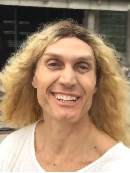 """André Segatti usa mega hair em versão cômica do super-herói Thor no programa """"Tá no Ar"""" - Reprodução/Instagram"""